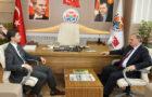 31 Mart 2019 yerel seçimleri sonucunda Belediye Başkanı olarak seçilen Vasfi Kurdoğlu'na tebrik ziyaretleri sürüyor. Arhavi Kaymakamı Hasan Ongu, Arhavi Belediye Başkanı Vasfi Kurdoğlu'nu makamında ziyaret etti. Başkan Kurdoğlu ilçe kaymakamının ziyaretinden ötürü duyduğu memnuniyeti dile getirirken, Kaymakam Ongu da, Başkan Kurdoğlu'nun belediye başkanlık görevini yerine getireceğinden ötürü hayırlı uğurlu olması temennisinde bulundu.